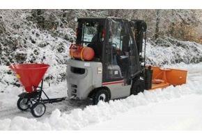 Winterpaket: Schneeschieber und Streuwagen, Abdeckplane
